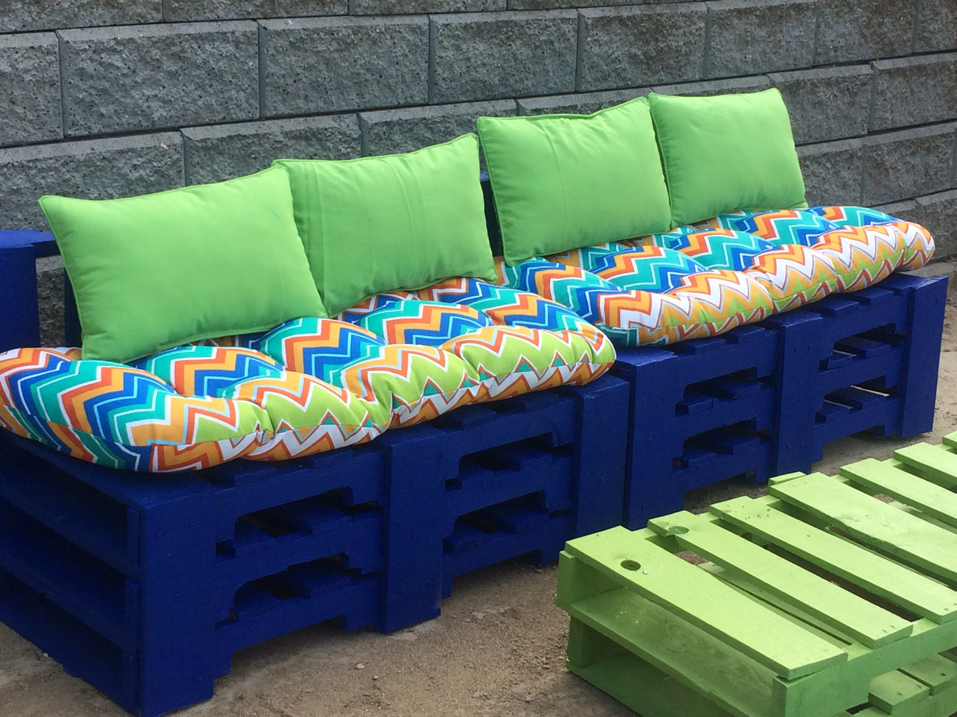 Pallet patio furniture cushions - Diy Pallet Furniture