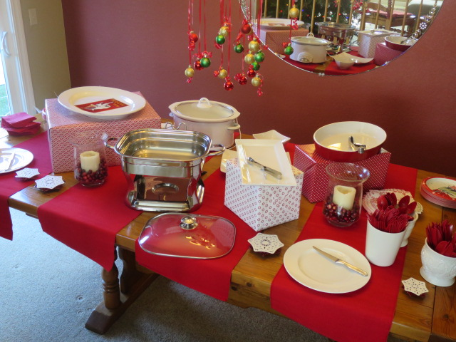 & How to Set up a Christmas Buffet Table
