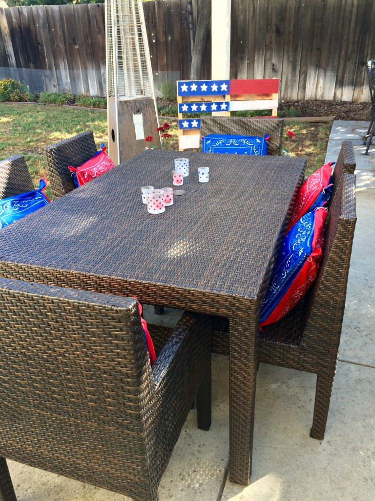 Easy Bandana Pillow Covers for the 4th oh July