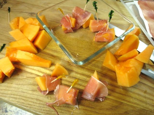 prosciutto wrapped melon bites